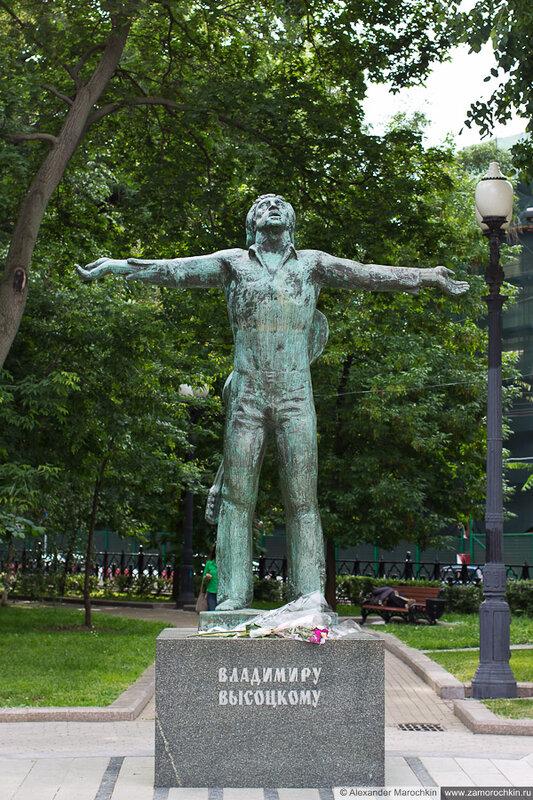 Памятник Владимиру Высоцкому в Москве на Страстном Бульваре
