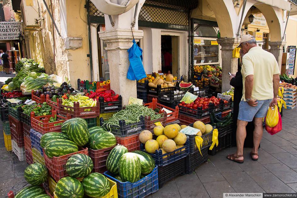 Рынок овощей и фруктов в Керкире, Корфу, Греция