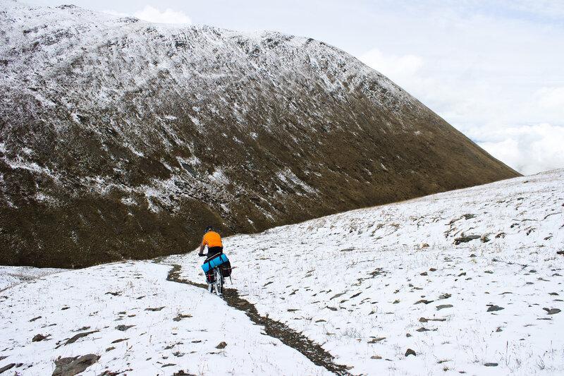 спуск с перевала Шубаршилик в ущелье Верхней Теректы