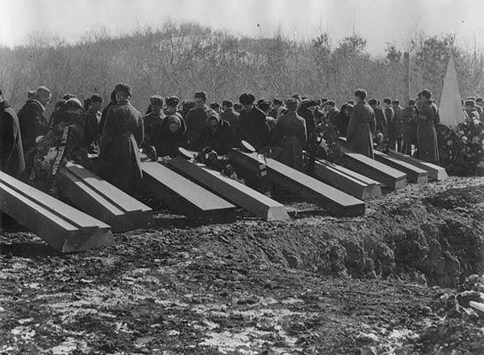 Уссурийск.Похороны погибших на Даманском пограничников. 1969.