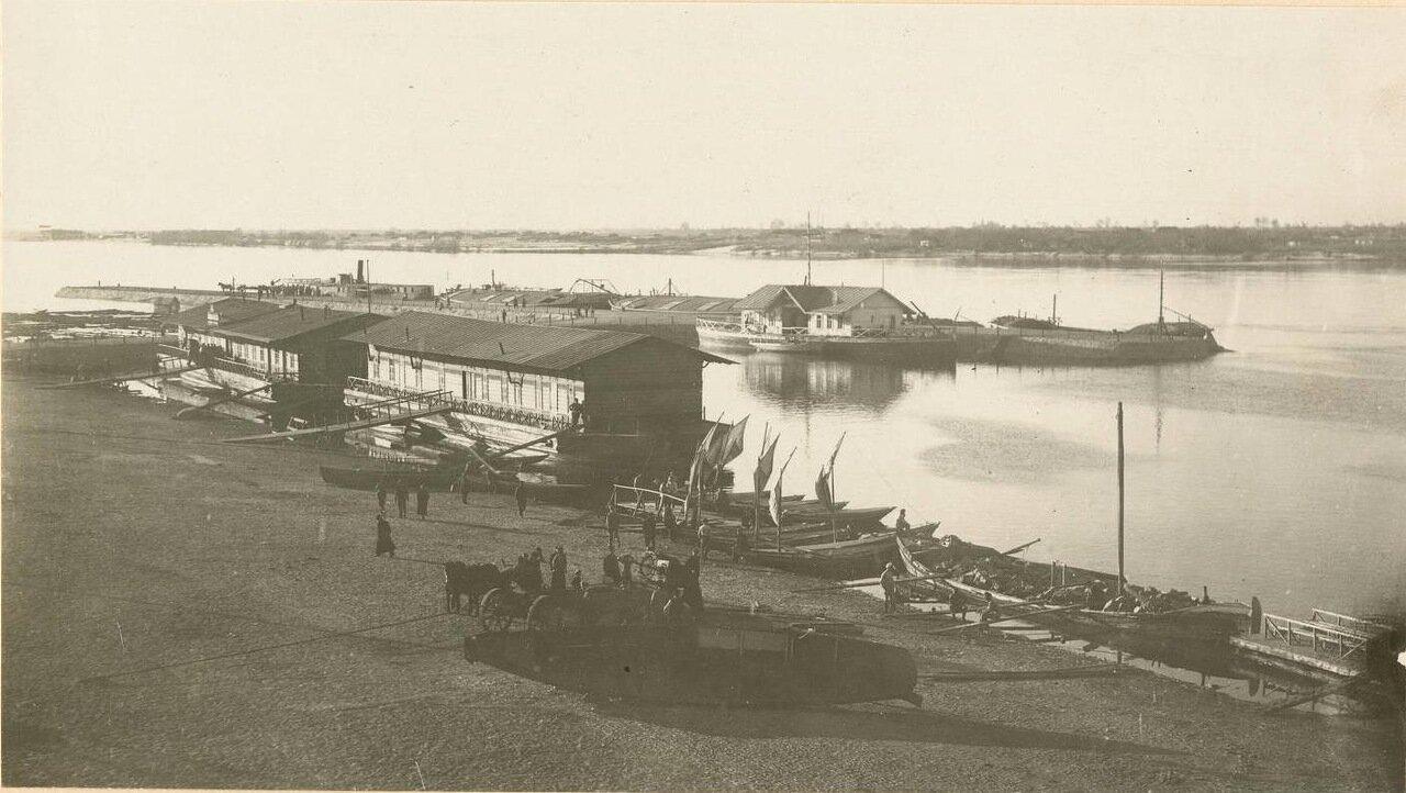 На реке Днепр в Екатеринославе.