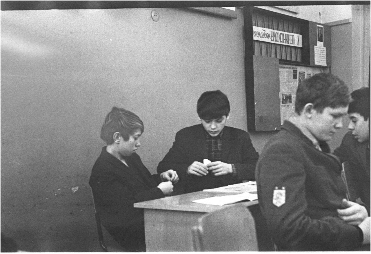 1969-70 класс 8 В. История. Зайцев. Поздняков. Богомолов. Микаберидзе