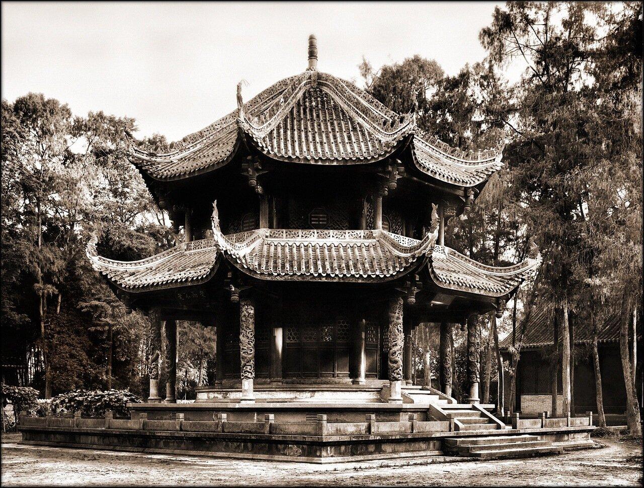 1908. Храм в Чэнду.
