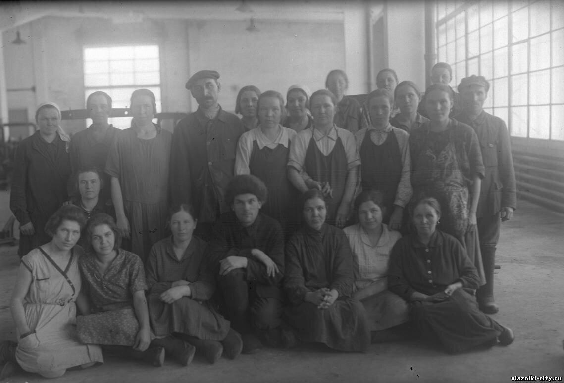 Комплект 2 смены премиров фабрики Свободный пролетарий. 1932