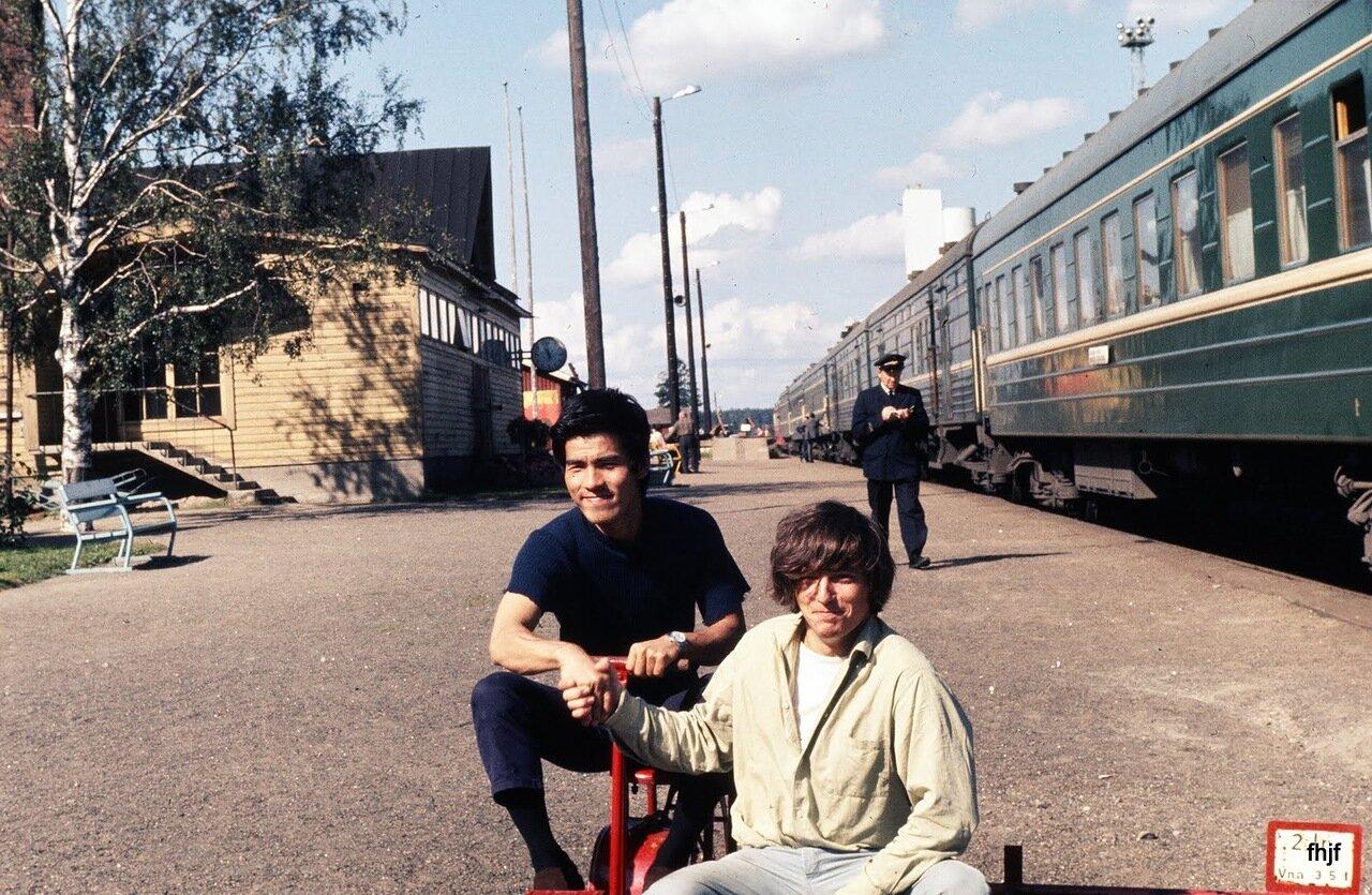 Chinese, Viennlee & train