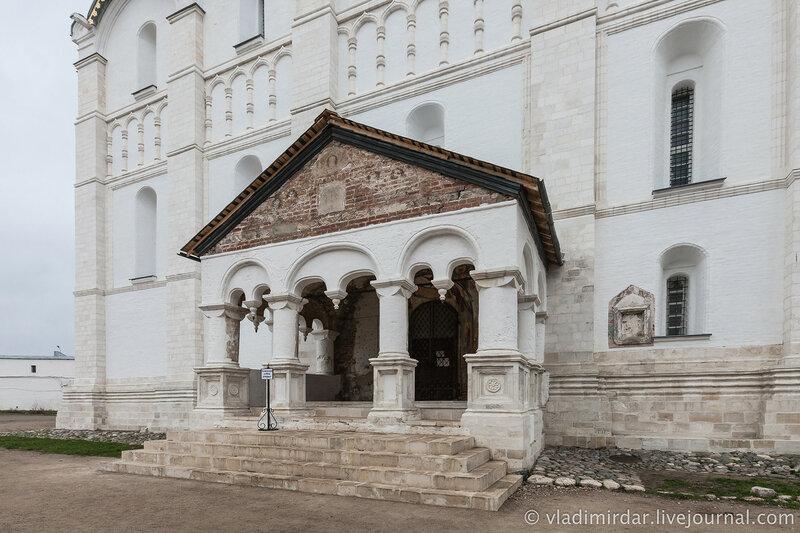 Южные врата Успенского собора. Ростовский кремль.