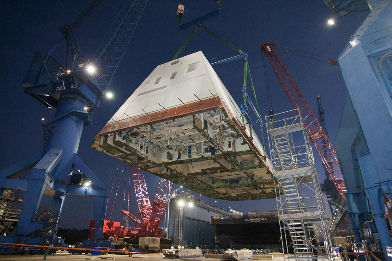 USS Zumwalt gets its deckhouse.