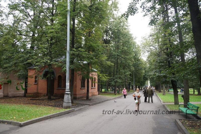 Центральная аллея и сторожка. Мемориально-парковый комплекс героев 1 Мировой войны, Москва
