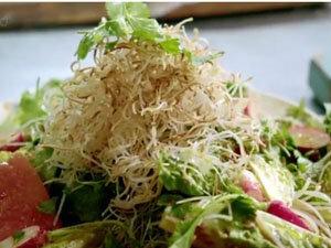 Салат с арбузом и лапшой готов!