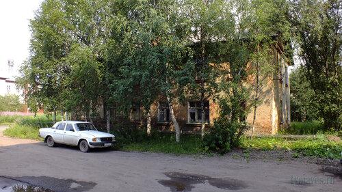 Фото города Инта №5291  Юго-западный угол Заводской 3а 25.07.2013_13:45