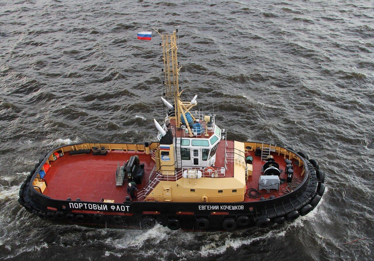 Saint-Petersburg. the port tug