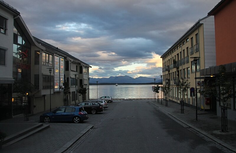 Evening Molde, Fjordgata street