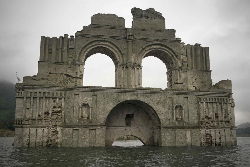 Храм, который был затоплен в60-е годы прошлого столетия из-за строительства дамбы неподалеку, появл