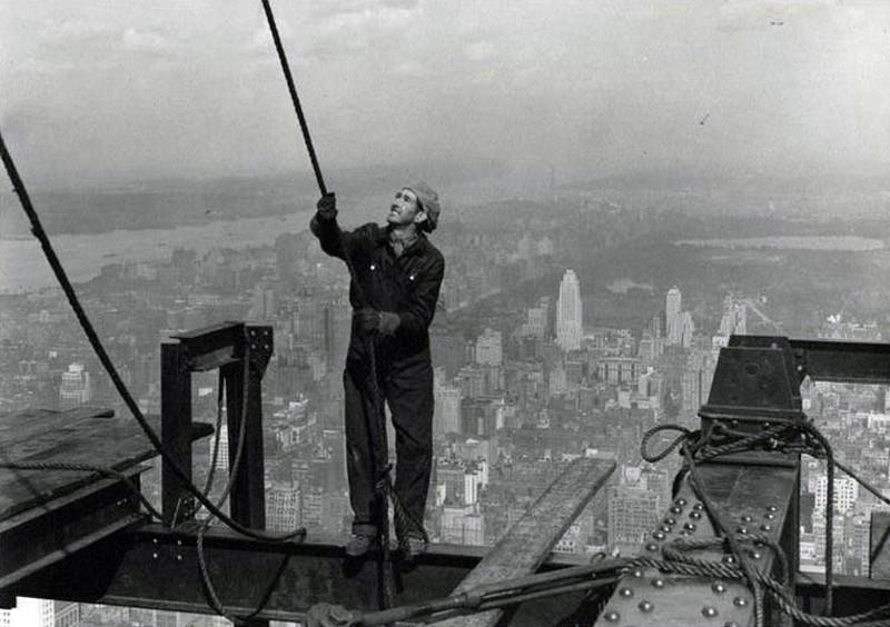 Животрепещущие кадры строительства Эмпайр-стейт-билдинг