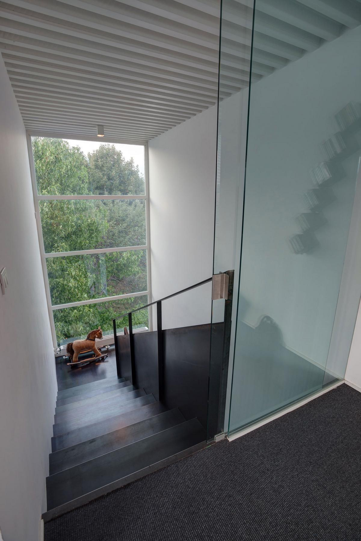 House RV, Federico Delrosso Architects, дом в провинции Бьелла, частный дом в Италии, дом в стиле минимализма, бассейн на крыше дома, терраса с бассейном