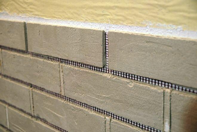 Отделка стены под кирпичную кладку