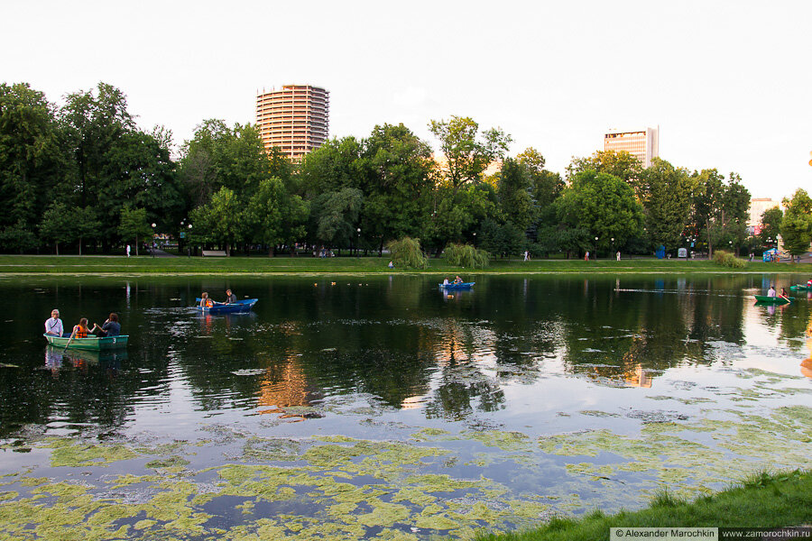Лодки в пруду Екатерининского парка