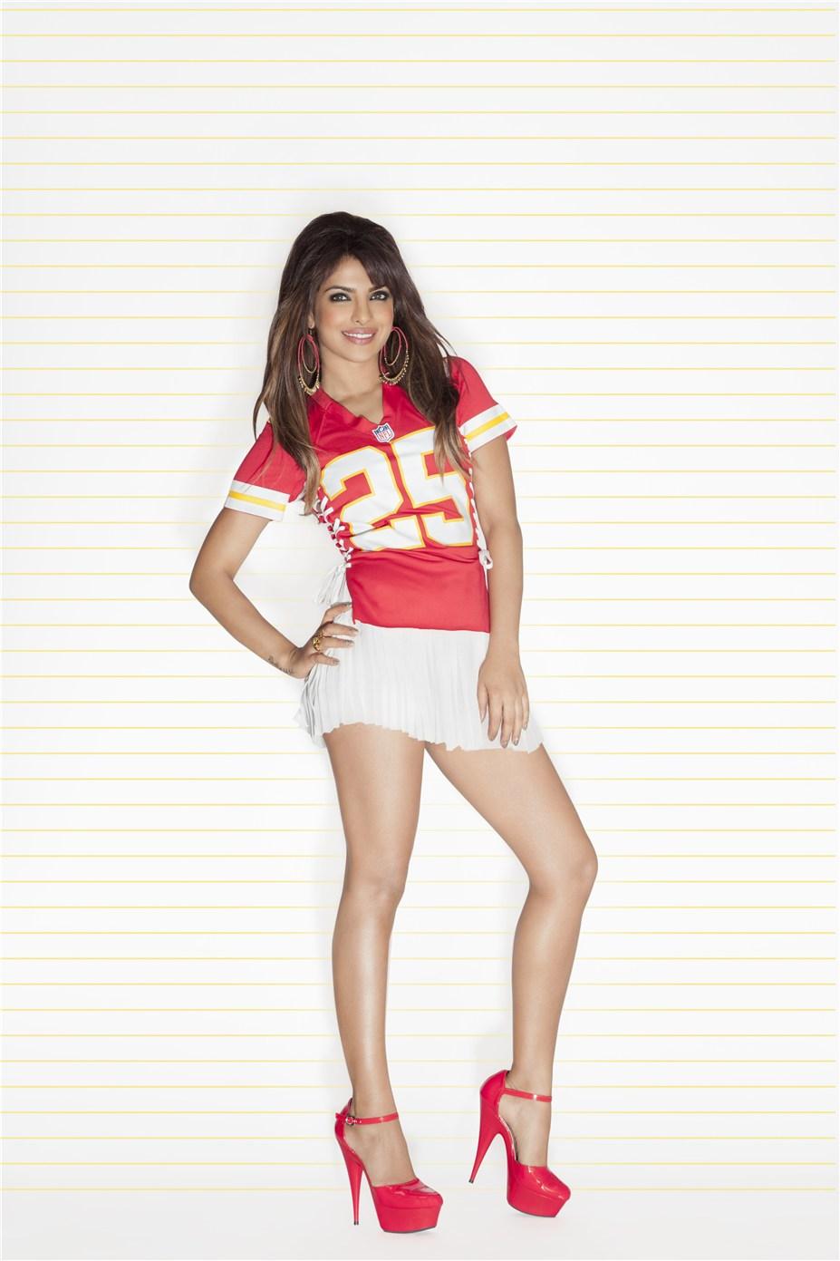 Priyanka Chopra / Приянка Чопра в униформе команды NFL Kansas City Chiefs / сезон 2013-14