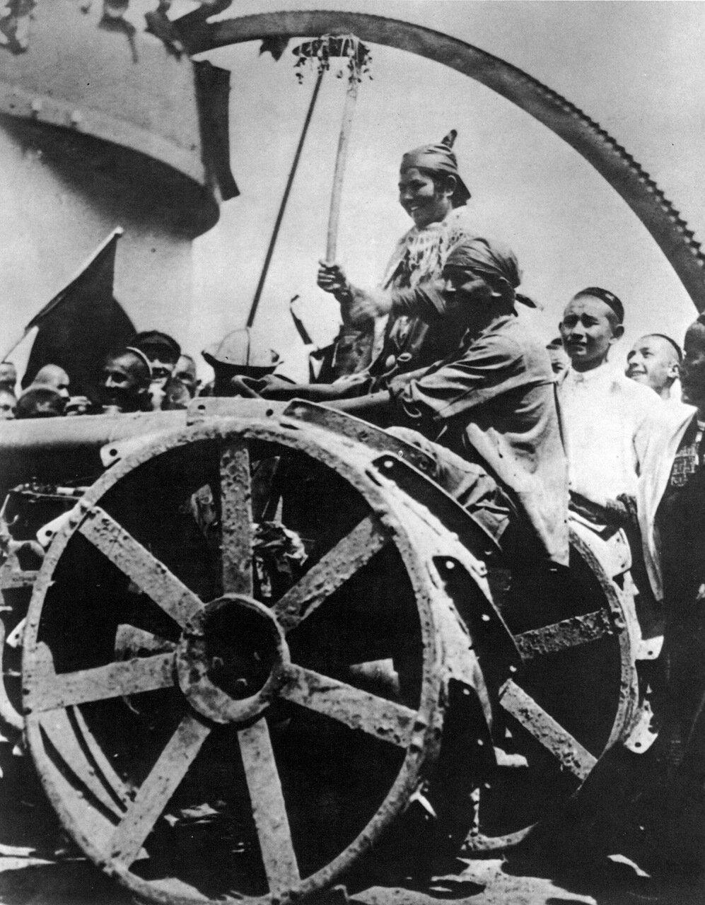 1928. Первый советский трактор в Узбекистане