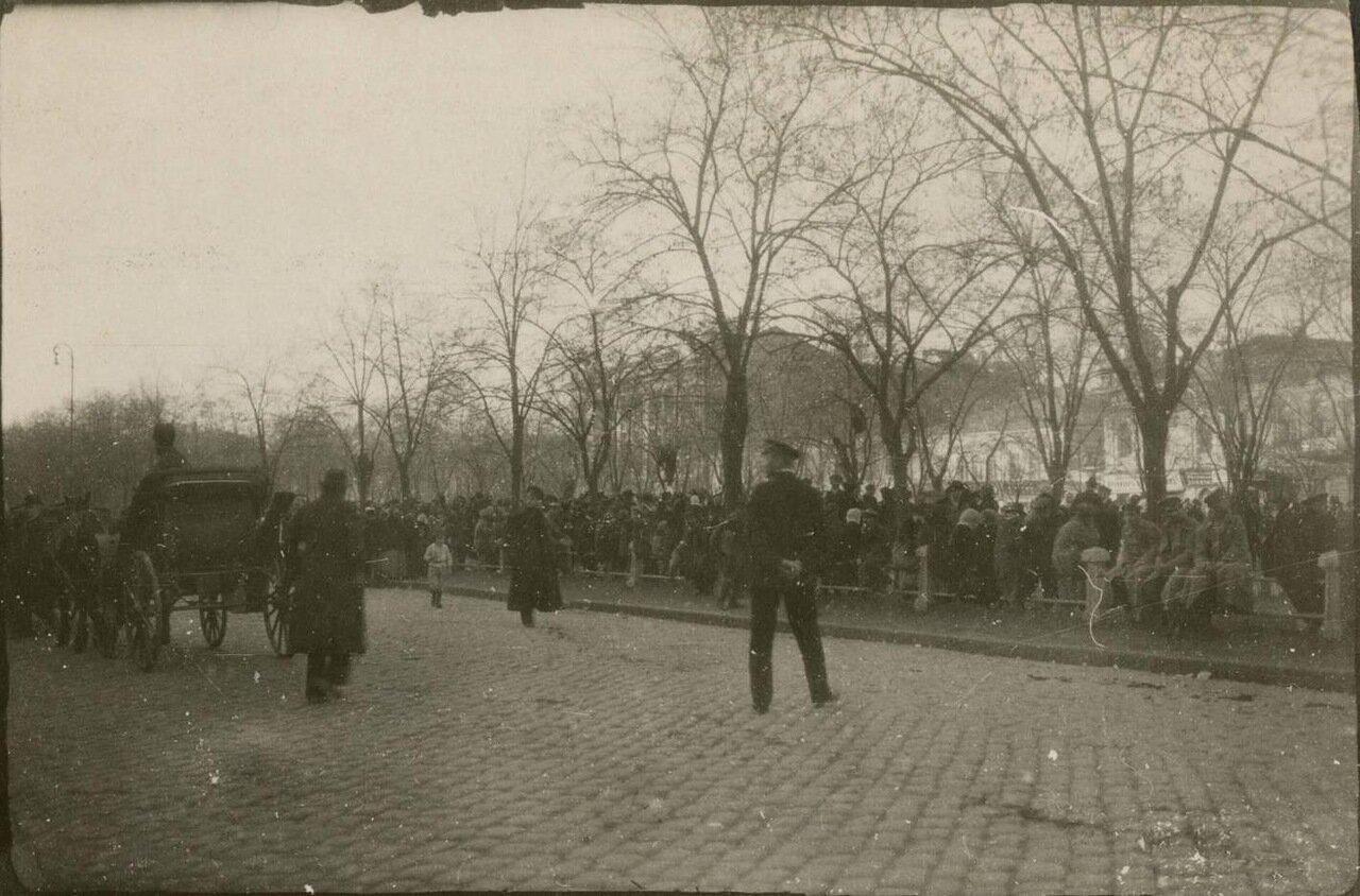 Люди на улице в Екатеринославе.