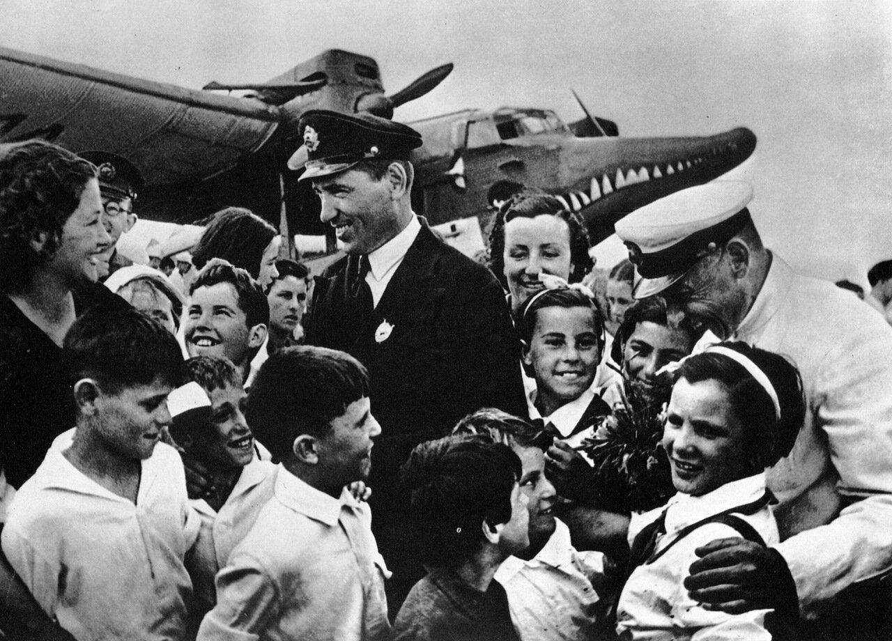Лётчик Ляпидевский. 30-е годы.