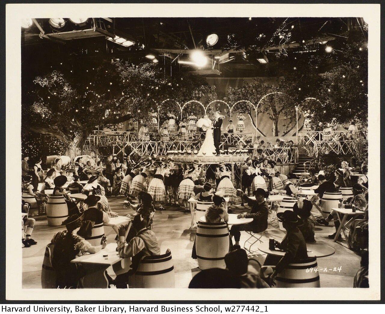 1933. Джоан Кроуфорд и Фред Астер на съемках «Полёт в Рио»