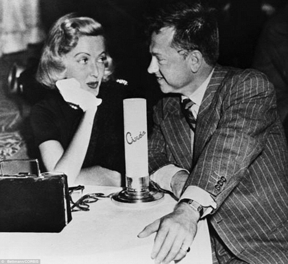 1951. Октябрь. Микки Руни со своей бывшей женой Мартой Викерс в клубе Сиро