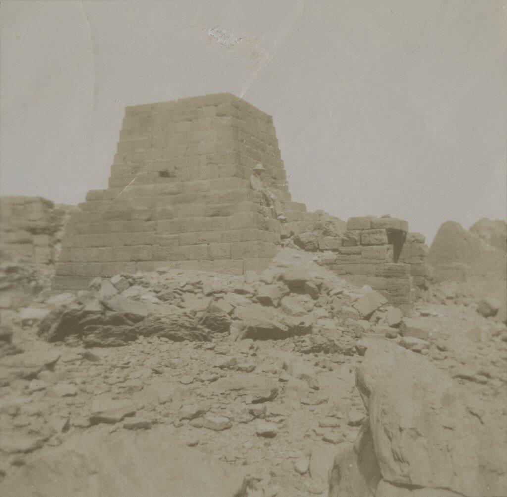 1900-е. Отдых на руинах. Где-то на Ближнем Востоке