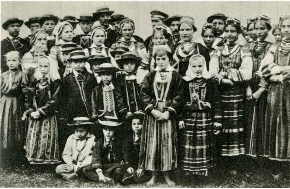 Крестьяне в праздничных нарядах. Черск. Брестская обл. 1910-е