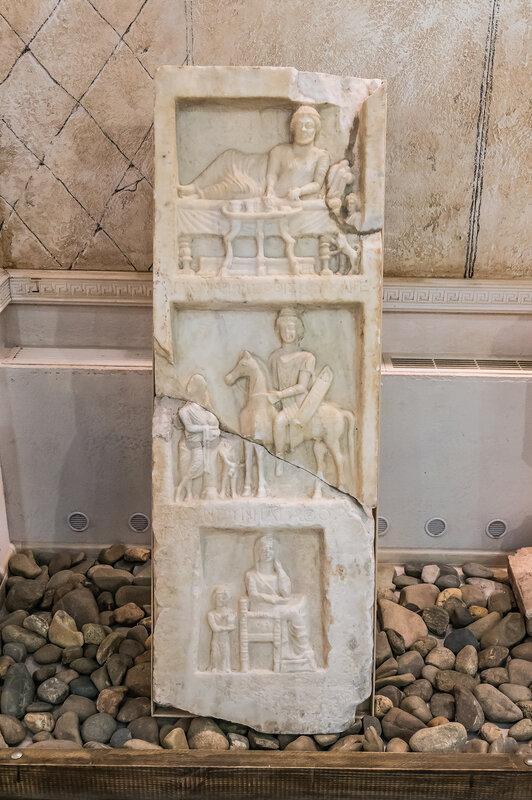 Синдская надгробная плита-памятник