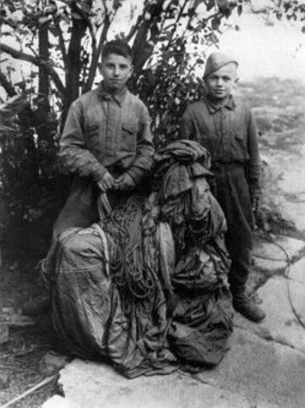 Русские дети-диверсанты Миша Кругликов и Петя Маренков. 1943 год.
