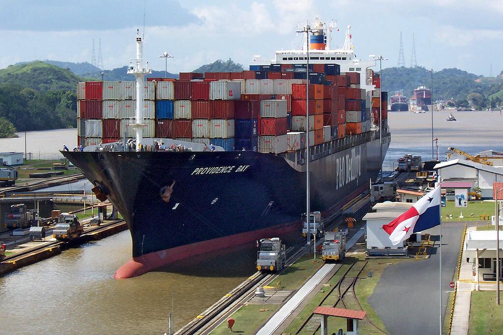 Панамского канала на том