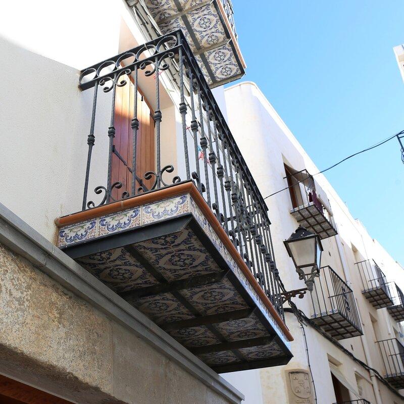 Пеньискола. Peniscola. балкон.  balcony tiles. Изразцовый балкон. керамика