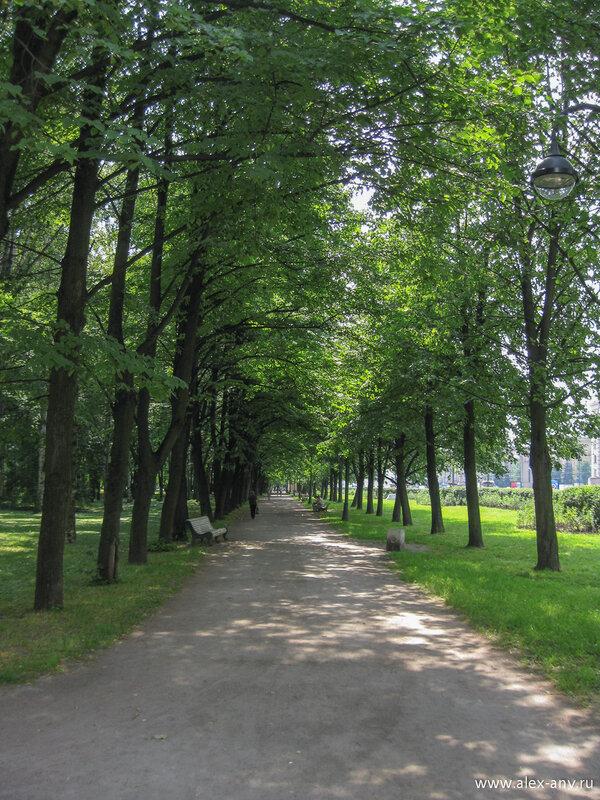 Московский парк Победы. Вид от северного входа на запад.