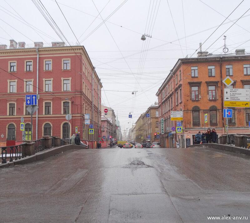 Гороховая улица и Каменный мост через канал Грибоедова.