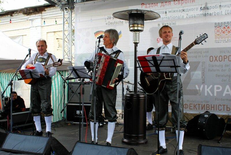 Выступление немецкого фольклорного ансамбля