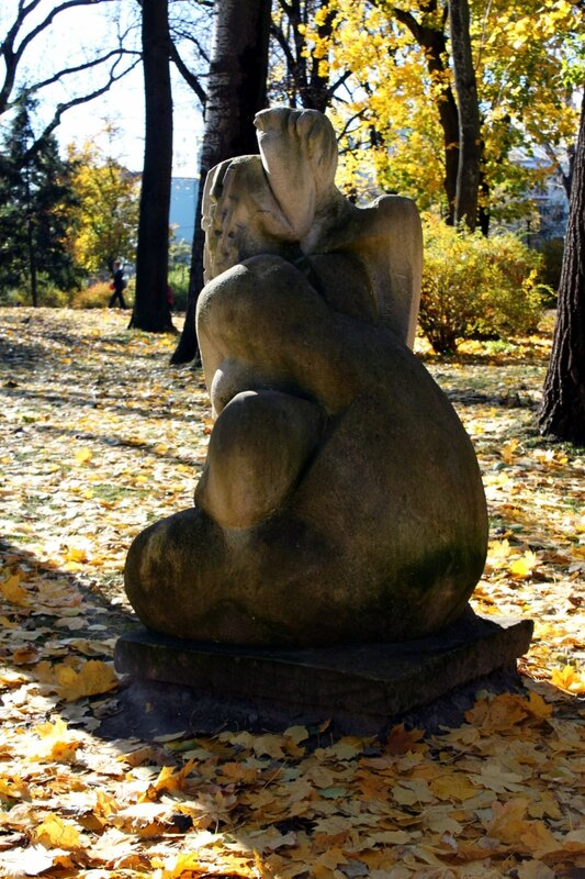 Скульптура в Мариинском парке