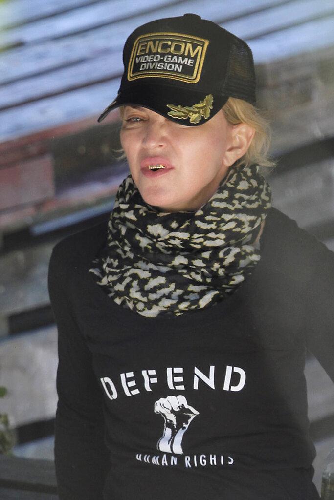 Мадонна с золотыми зубами
