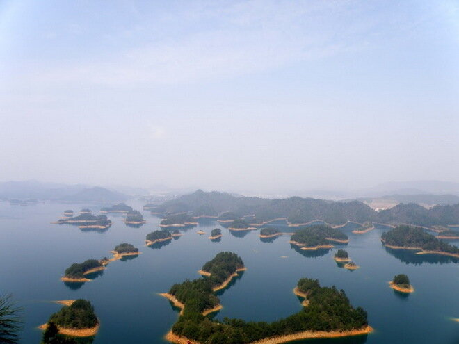 Озеро тысячи островов (Цяньдаоху). Китай