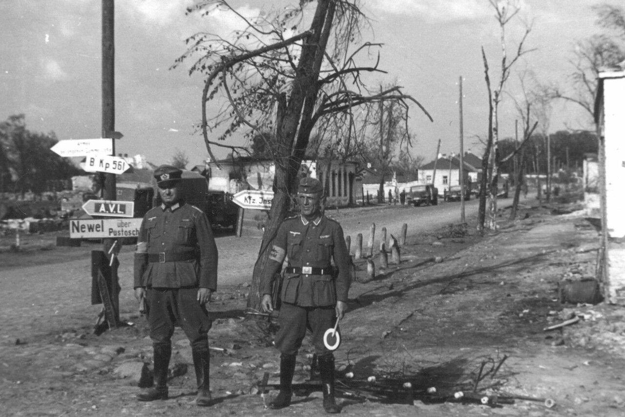 1941.Немецкие регулировщики