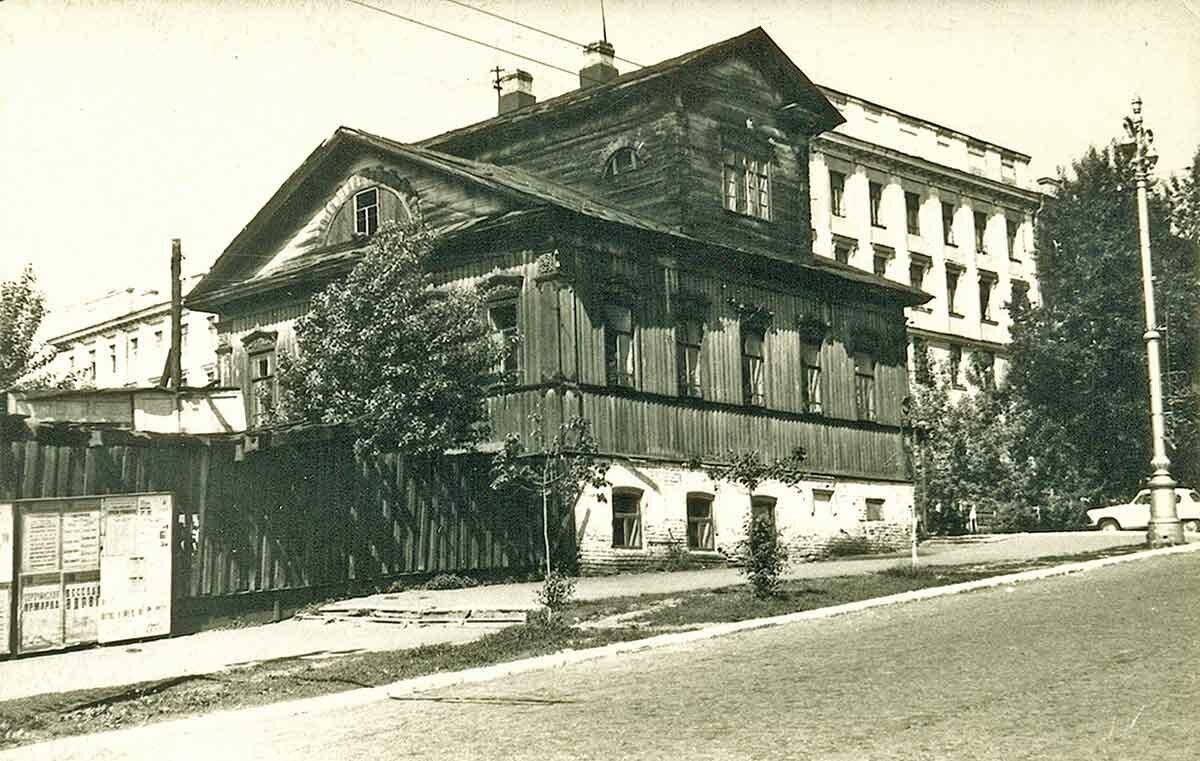 Угол Комсомольского проспекта и ул.Орджоникидзе