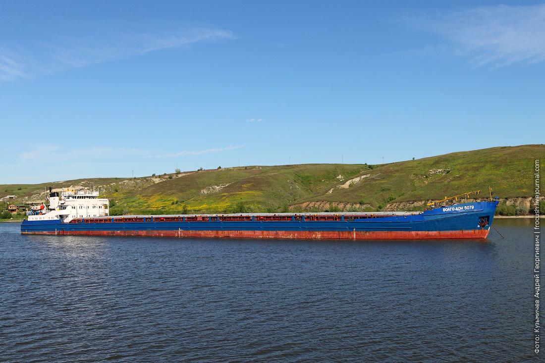 8 мая 2014 года, 8:51. Цимлянское водохранилище. Сухогруз «Волго-Дон 5079» (1980 года постройки)