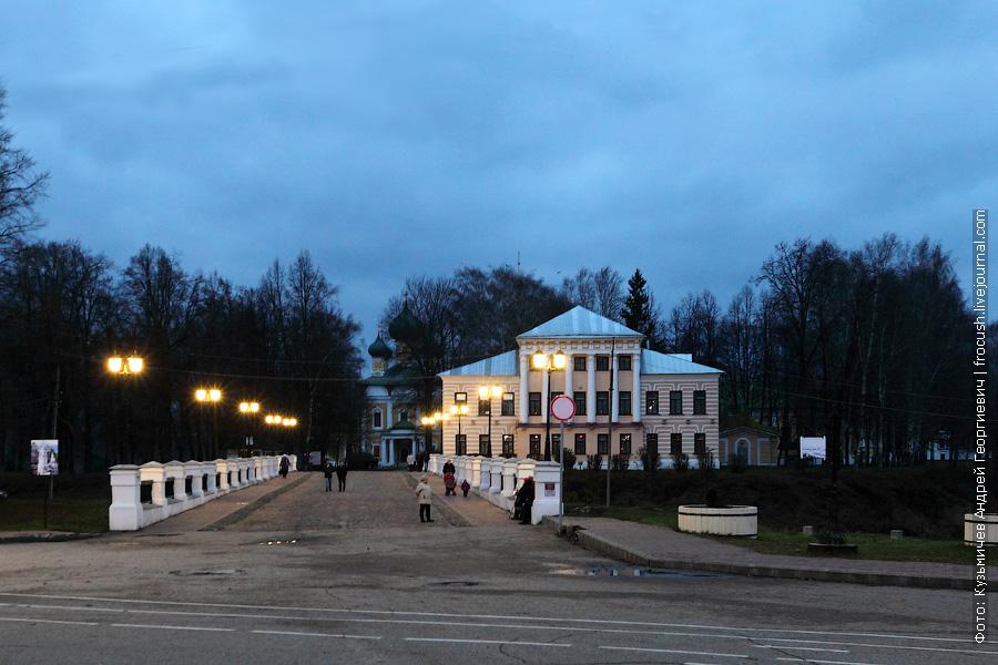 вечернее фото Никольский мост, Спасо-Преображенский собор и бывшая Городская Дума