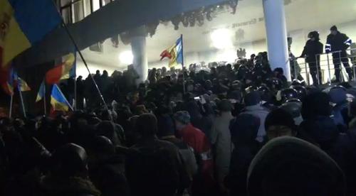 Филип стал премьером Молдовы - у Парламента противостояние