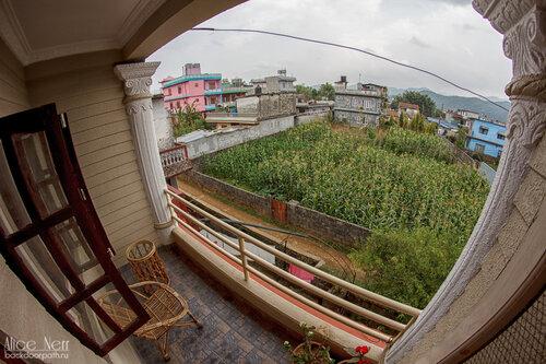 Личный балкончик в нашей квартирке в Pokhara Studio Inn