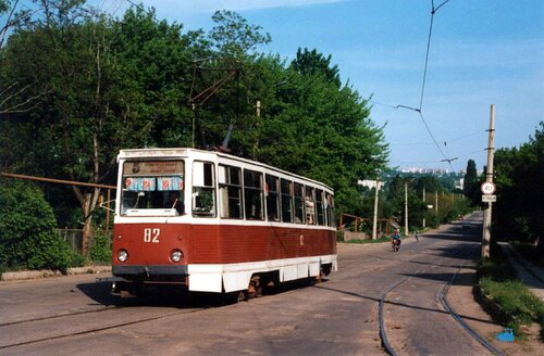 Трамвай подъезжает к кольцу на ДФЗ
