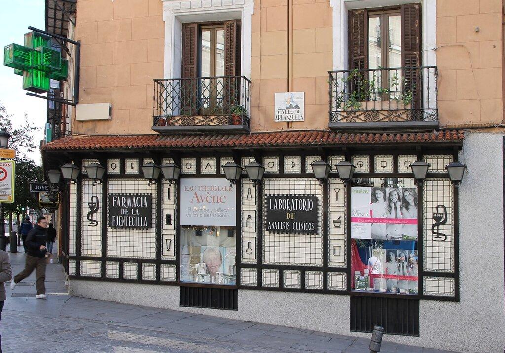 Madrid. Fuentecilla pharmacy (Farmacia de la Fuentecilla)