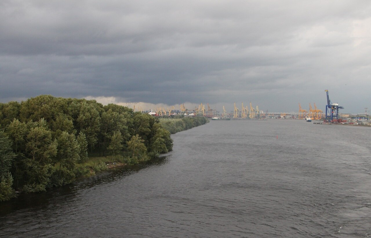 Saint Petersburg, Morskoy Kanal, port