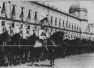 Парад в день празднования  200-летия полка.