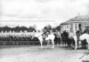 Император Николай II  со свитой на смотре молодых солдат полка, призыва 1912 года